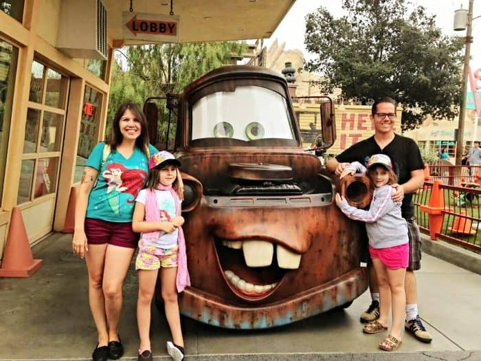 how-to-be-a-good-dad-middle-class-dad-in-disneyland