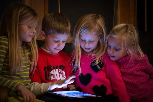 13 Proven Benefits of Limiting Screen Time to Help Your Kids