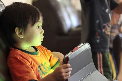 reduce-screen-time-kid-on-tablet-middle-class-dad
