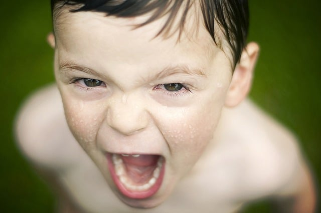how-to-discipline-a-child-without-yelling-yelling-kid-middle-class-dad