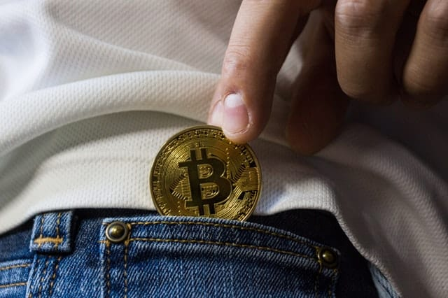 risks-of-bitcoin-back-pocket-middle-class-dad