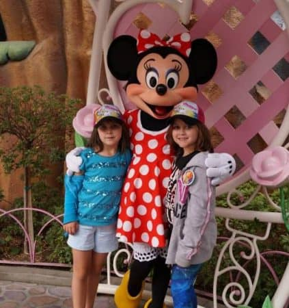 Campbell girls with Minnie Mouse Middle Class Dad