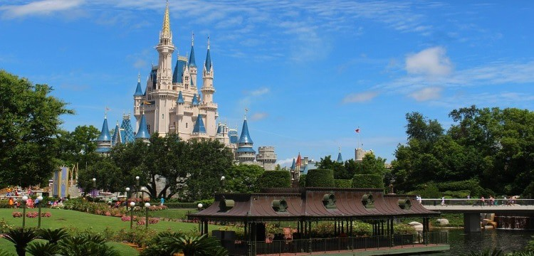 Disney FastPass+ Secrets Middle Class Dad Cinderella's Castle at Walt Disney World's Magic Kingdom