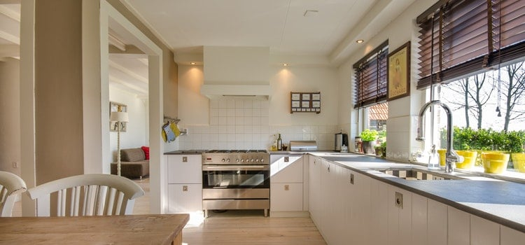 3 Tips To Choosing Blinds for Your Kitchen Windows