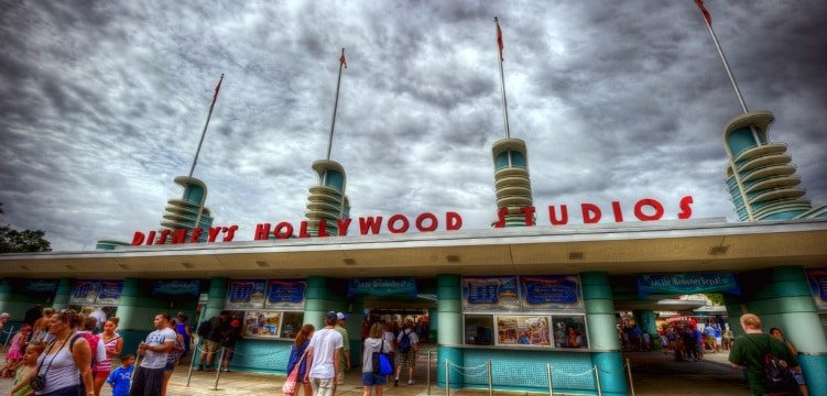 what to do at Hollywood Studios Middle Class Dad Hollywood Studios main entrance on a cloudy day