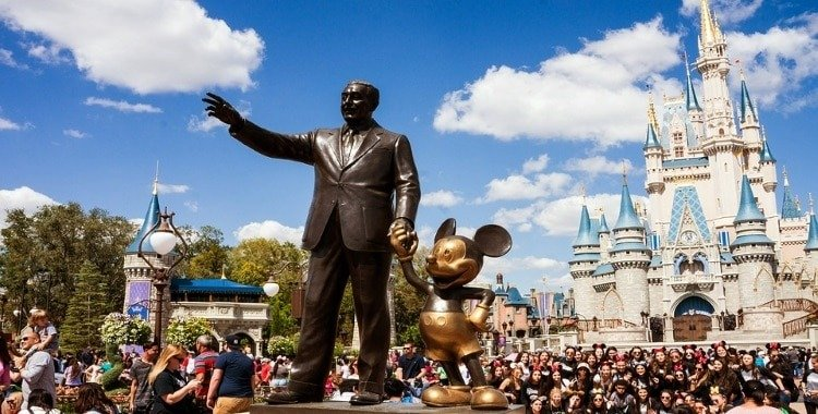 which Disney park is biggest? Middle Class Dad statue of Walt Disney and Mickey in front of Cinderella's castle at Walt Disney World